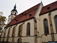 """Das Foto basiert auf dem Bild """"Peterskirche, im Vordergrund der Marktbrunnen von Walter Ostermayer"""" aus der freien Enzyklopädie Wikipedia und steht unter der GNU-Lizenz für freie Dokumentation. Der Urheber des Bildes ist JakobIX."""