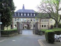 """Das Foto basiert auf dem Bild """"Schloss Birstein"""" aus dem zentralen Medienarchiv Wikimedia Commons. Der Urheber gestattet Copyleft: Dieses Kunstwerk ist frei, es darf weitergegeben und/oder modifiziert werden entsprechend den Bedingungen der Lizenz Freie Kunst. Der Urheber des Bildes ist Sarkana."""