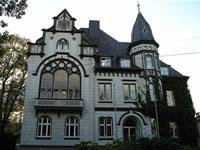"""Das Foto basiert auf dem Bild """"Altes Rathaus Haan"""" aus dem zentralen Medienarchiv Wikimedia Commons und steht unter der Creative Commons """"Namensnennung-Weitergabe unter gleichen Bedingungen 3.0 Unported""""-Lizenz. Der Urheber des Bildes ist Noebse."""