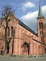 """Das Foto basiert auf dem Bild """"Sankt Nikolaus Juegesheim"""" in Neu-Isenburg, Germany"""" dem zentralen Medienarchiv Wikimedia Commons und steht unter der GNU-Lizenz für freie Dokumentation. Der Urheber des Bildes ist Presse03."""