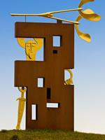 """Das Foto basiert auf dem Bild """"Keltenkreisel-Statue-Gallun"""" aus dem zentralen Medienarchiv Wikimedia Commons. Diese Datei ist unter der Creative Commons-Lizenz Namensnennung-Weitergabe unter gleichen Bedingungen 3.0 Deutschland lizenziert. Der Urheber des Bildes ist Sven Teschke."""
