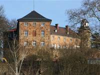 """Das Foto basiert auf dem Bild """"Ortenberger Schloss"""" aus dem zentralen Medienarchiv Wikimedia Commons und steht unter der GNU-Lizenz für freie Dokumentation. Der Urheber des Bildes ist Steschke."""